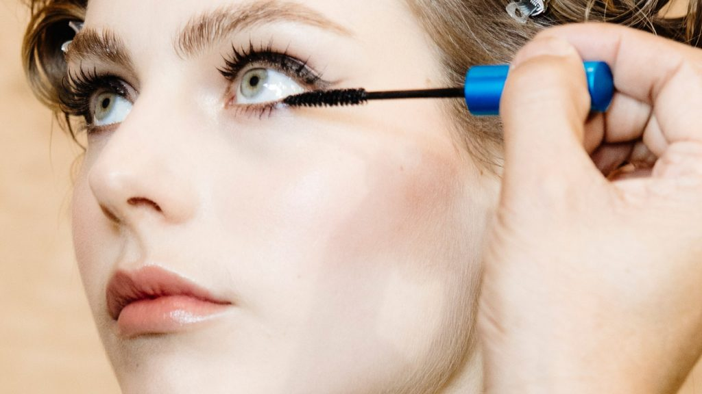 model-applying-mascara.jpg